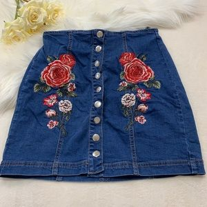 ✨Pacsun Floral Embroidered Denim Skirt✨